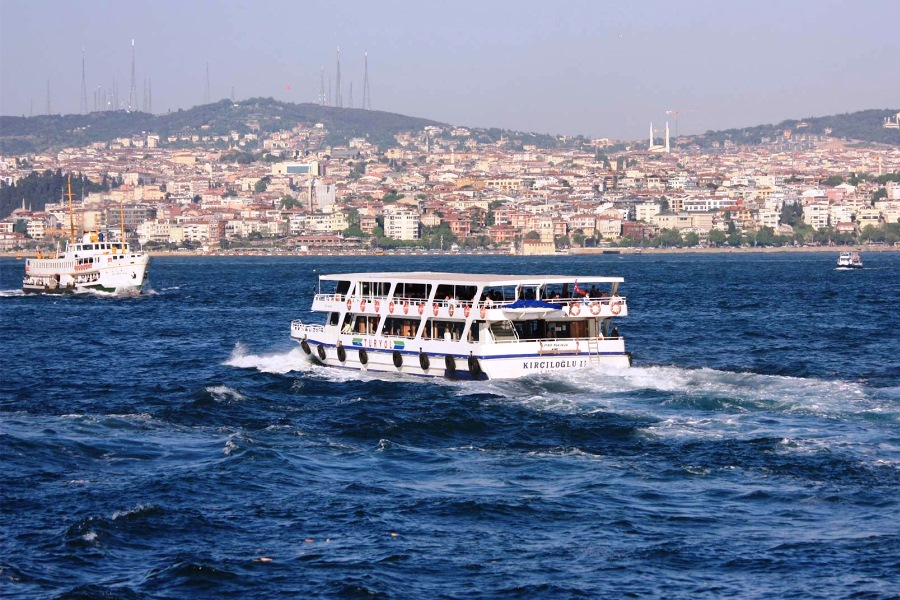 Bosphorus Cruise Tour with Asian Side & Dolmabahce Palace