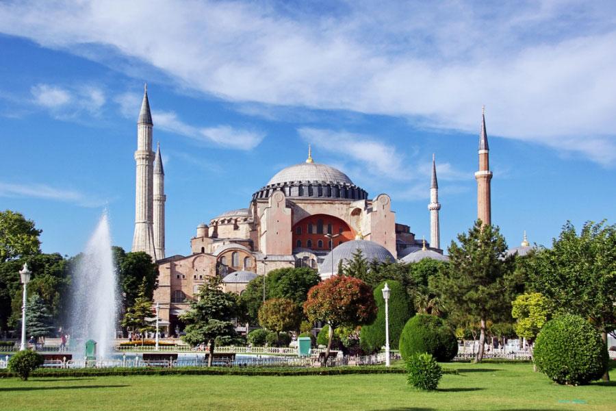 Istanbul-Hagia-Sophia-outside