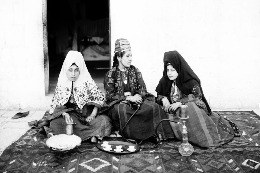 smoking-narghile-munir-alawi