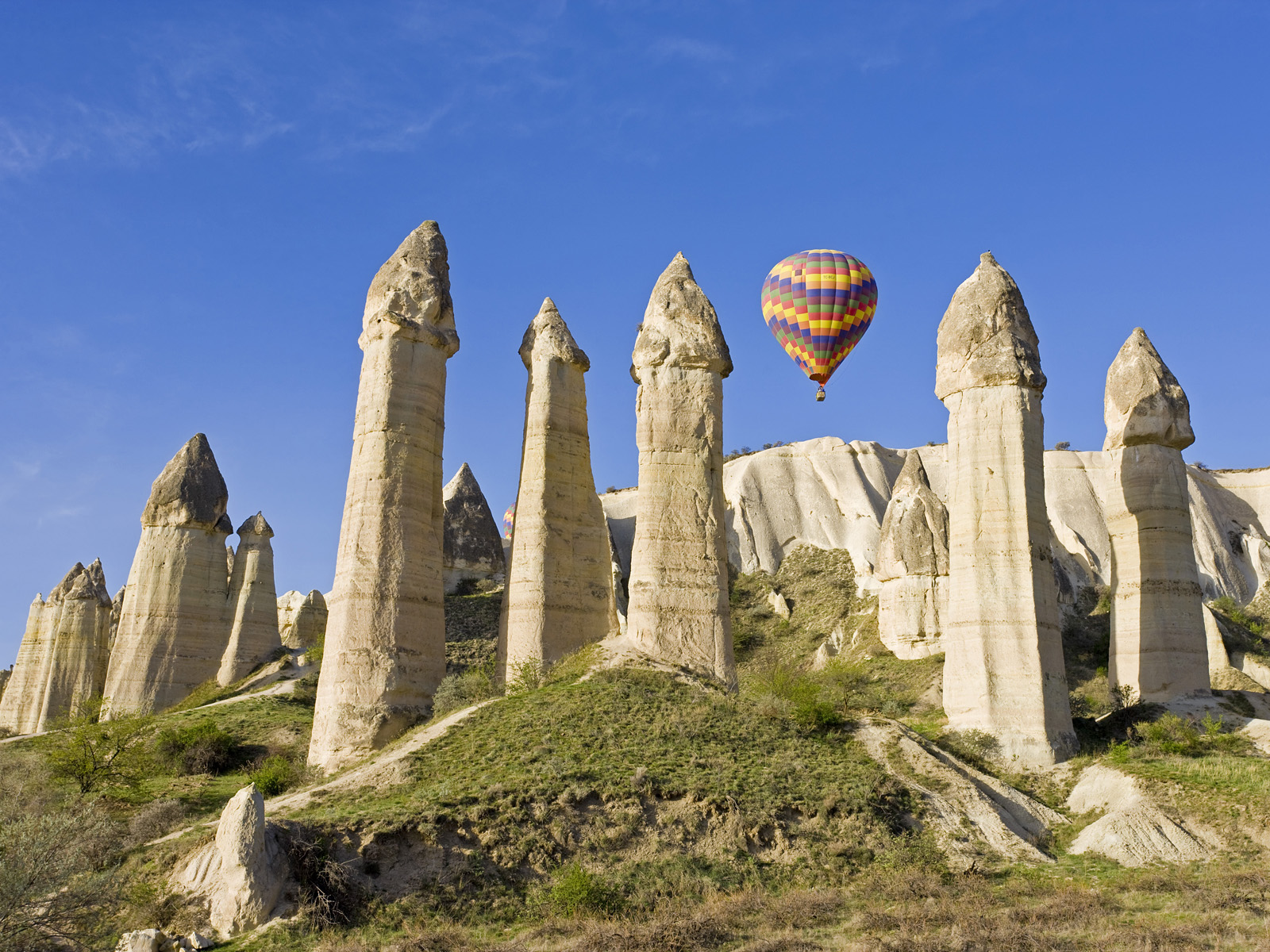 April 2008, Cappadocia, Turkey --- Hot Air balloon over Volcanic tufa rock pillars (Fairy Chimneys), Love Valley near Goreme, Cappadocia, Turkey --- Image by © Gavin Hellier/JAI/Corbis